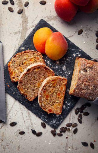 Brot-Kuerbisekern-und-Aprikose