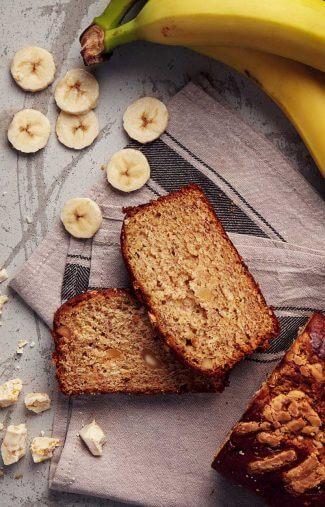 Bananenbrot-mit-Macadamia-Nuessen-und-weisser-Schokolade