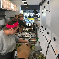 Mitarbeiter Kueche Salat Artist